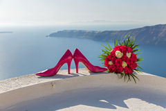Ботинки невесты и bridal букет Стоковое Фото