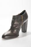 Ботинки лодыжки женщин кожаные с высокими пятками Стоковые Изображения RF