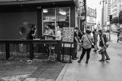 2 ботинки & пиццы черно-белое Лос-Анджелес Стоковые Фотографии RF