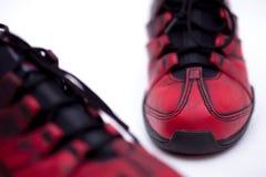 ботинки предпосылки красные белые Стоковая Фотография
