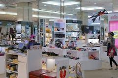 Ботинки противопоставляют магазин в финансовом районе 101 Стоковое Фото