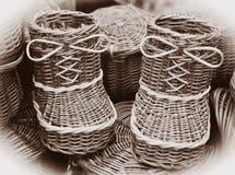 Ботинки соломы с смычками от соломы Стоковая Фотография RF