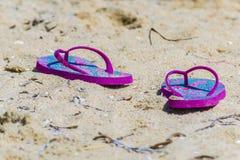 Ботинки темповых сальто сальто на песке в Сардинии Италии Стоковые Изображения