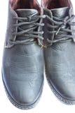 Ботинки черных кожаных людей, ботинки моды людей на белой предпосылке Стоковые Изображения