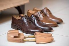 Ботинки людей Брайна и stratchers ботинка Стоковое фото RF
