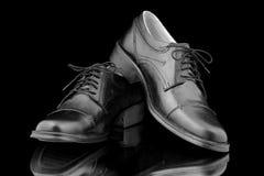 Ботинки людей кожаные Стоковые Фотографии RF