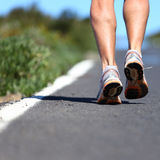 ботинки дороги идущие Стоковая Фотография RF