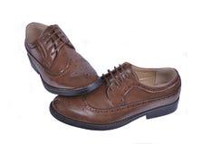 Ботинки ` s людей классические коричневые кожаные изолированные на белой предпосылке Стоковое Фото