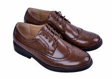Ботинки ` s людей классические коричневые кожаные изолированные на белой предпосылке Стоковое фото RF