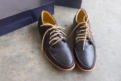 Ботинки ` s людей классические коричневые кожаные Стоковые Фото