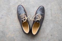Ботинки ` s людей классические коричневые кожаные Стоковое Фото