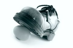 ботинок задавливая яичко Стоковое фото RF