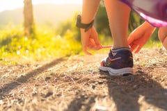 Ботинок носки женщины идущий стоковые фотографии rf