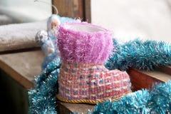 Ботинок рождества игрушки на окне Стоковая Фотография RF