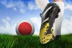 Ботинок футбола пиная шарик Японии Стоковые Изображения