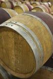 Бочки вина в погребе Стоковые Изображения RF