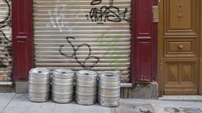 4 бочонка пива вне Мадрида Стоковая Фотография RF