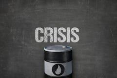 Бочонок масла с символом под текстом кризиса на классн классном Стоковое Фото