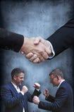 2 боя бизнесменов и рукопожатие Стоковое Изображение
