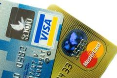 Более близкая поднимающая вверх кредитная карточка Стоковые Фото