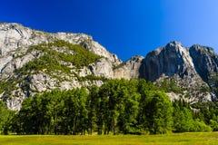 Более низкий след падения Yosemite, долина Yosemite, Калифорния, США Стоковые Изображения