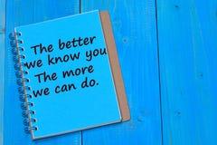 Более лучше мы знаем вас Больше мы можем сделать текст на тетради Стоковая Фотография RF