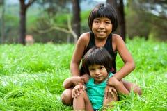 2 боливийских девушки outdoors. Стоковое Изображение RF