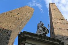 Болонья - Torre Asinelli и Torre Garisenda Стоковое Фото