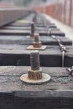 Болты и гайки для закрепления перекрестных связей железной дороги Стоковые Фотографии RF