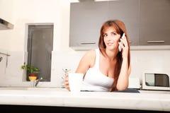 Болтливый в кухне Стоковая Фотография RF