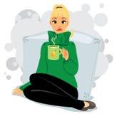 Больная девушка с чашкой Стоковые Фото
