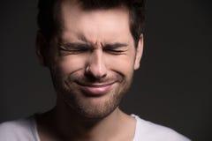 Больной и утомленный. Портрет людей при закрытые глаза выражая nega Стоковое Изображение RF