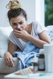 Больной кашлять женщины Стоковая Фотография