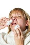 Больной при изолированная медицина носа капания женщины ринита стоковые фото