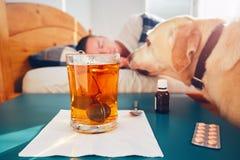 больной человека кровати стоковое фото