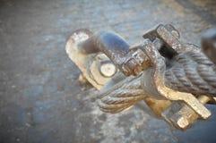 Большая веревочка металла приспособленная с гайкой и болтом Стоковые Фото