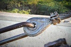 Большая веревочка металла приспособленная с гайкой и болтом Стоковое фото RF