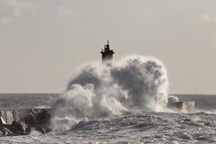 большая волна выплеска стоковое фото