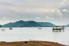 Большая гора с озером Стоковые Изображения