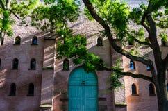 Большая зеленая дверь здания в страсбурге Стоковые Фото