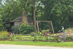 Большая кабина падуба старый дом на дисплее Стоковые Фото