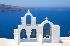 Большая колокольня на острове Santorini в Греции Стоковые Изображения