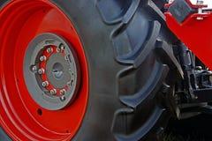 Большая красная оправа колеса с резиной Стоковая Фотография