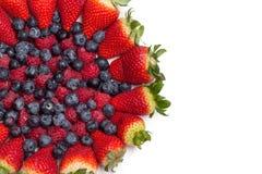 Большая куча свежих ягод на белой предпосылке Взгляд сверху изолировано Стоковое Изображение