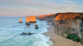 Большая дорога океана - 12 апостолов на зоре Стоковые Изображения RF
