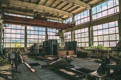 Большая покинутая фабрика внутри интерьера Стоковые Фото