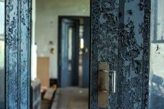 Большая промышленная дверь Стоковое Фото