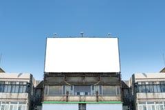 Большая пустая афиша на стене улицы Стоковые Фото