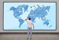 Большая плазма с картой мира Стоковое Изображение