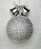 Большая серебряная сфера ели Стоковая Фотография RF